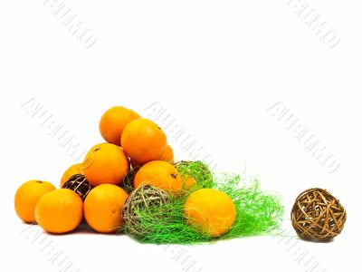 mandarines and golden balls with green