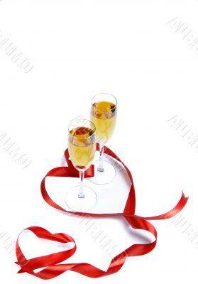Two wine wine glasses and hearts
