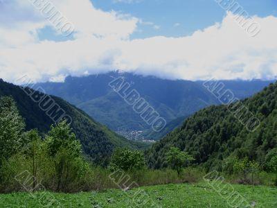 Kind on the Krasnaya Polayana and ridge of Aibga