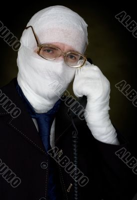 Man in bandage calling on phone
