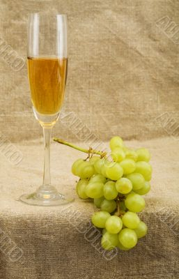 Wineglass with wine and grapes