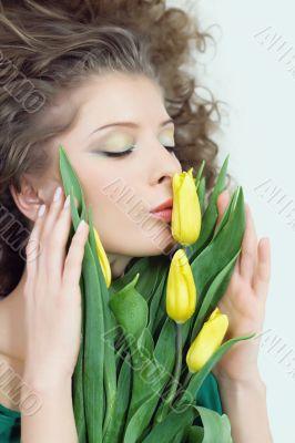 girl beautiful kiss tulips yellow flowers