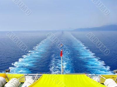 Vessel trace on seawater