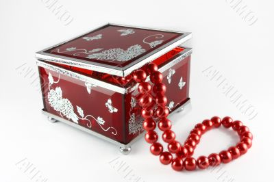 Glass casket with pearls