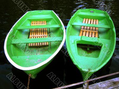 two green pair-oar