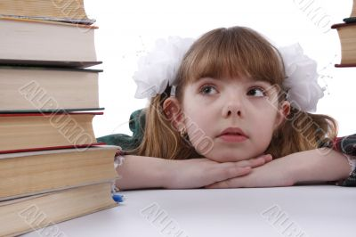 Schoolgirl is looking at the books.