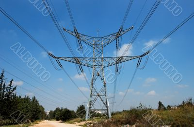 Two-tiered tower of power transmission line