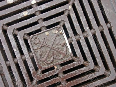 Coat of arms on the grate