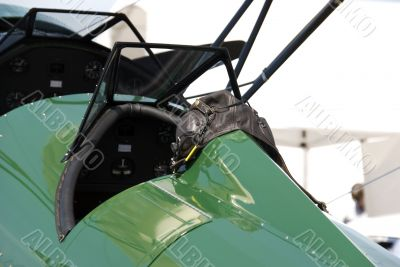 Cockpit and flight helmet