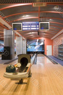 Hall for game in bowling, a track for bowling.