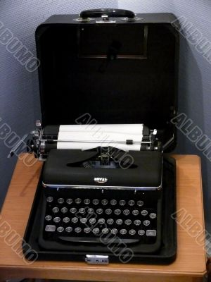 old fashion typewriter
