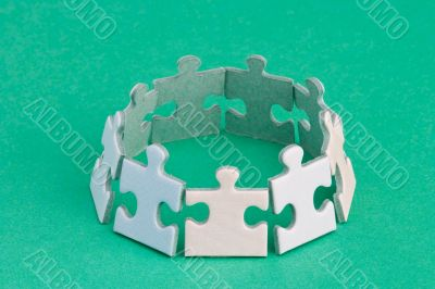 Puzzle ring green