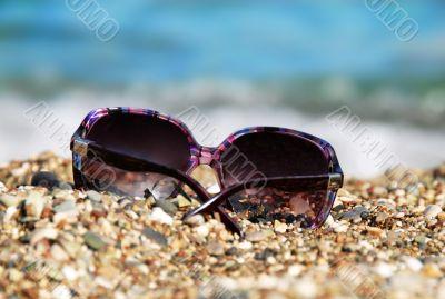 Sunglasses in pebble