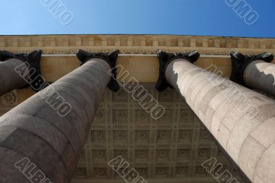 Architecture details - columns and ceiling