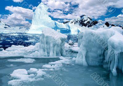 Antarctic ice-barrier
