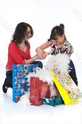 expressive girls shopping