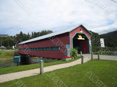 covered bridge in Quebec