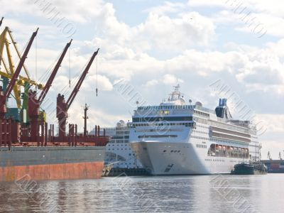 the big passenger ship in the trade port