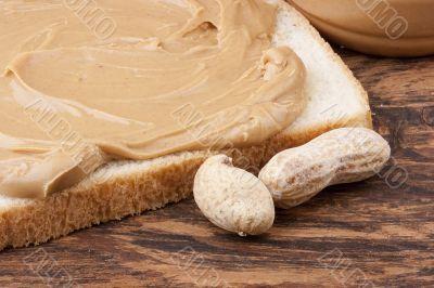 Bread is smeared Peanut butter