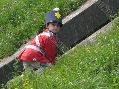 little boy disguised in british soldier