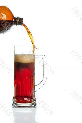 Flow of beer missing mug