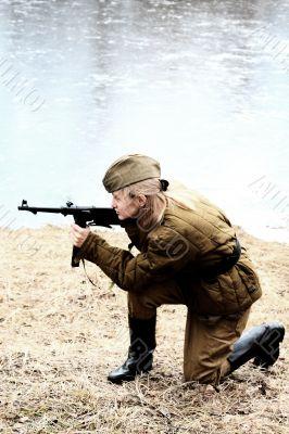 The guerrilla prepares for fight