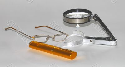 magnifying glasses with cases for glasses