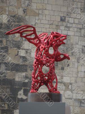 statue of wings bear