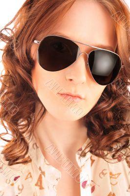 Closeup portrait of beautiful fashion woman wearing sunglasses o
