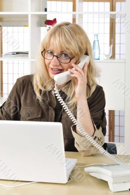Portrait of a buisnesswoman on the telephone.