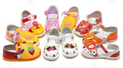 Baby sandals exposed by semicircle