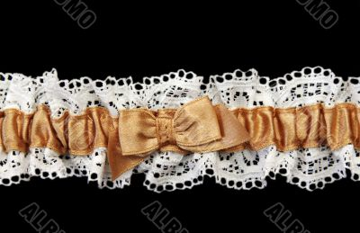 Blanching feminine garter with beige satin band
