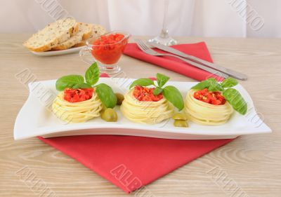 Nest of spaghetti with tomato dressing
