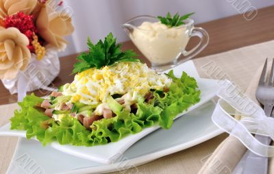 Salad with ham, cucumber, egg under the chips
