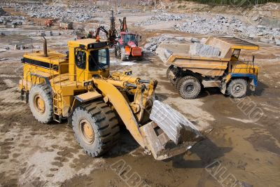 Excavation and dump vehicle