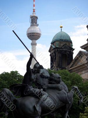 Berlin-TV Tower-statue-Dom