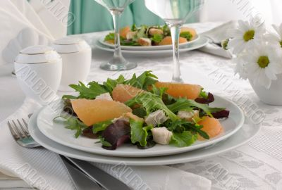 Salad of fresh salad mix with chicken and grapefruit