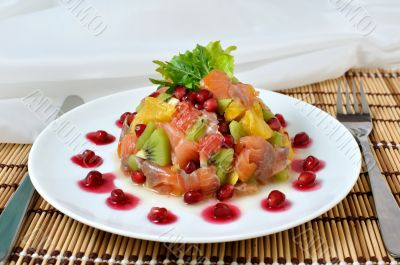Salmon salad with fruit