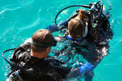 learn to dive in the sea with teacher
