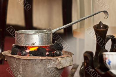 Roasting raw coffee using coal
