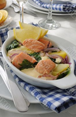 Salmon with potatoes and spinach cream sauce