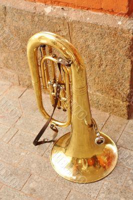 Shine of the copper tuba