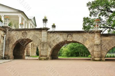 Arch ramp with images of antique gods