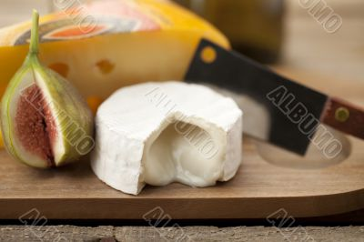 cheese and fig fruit