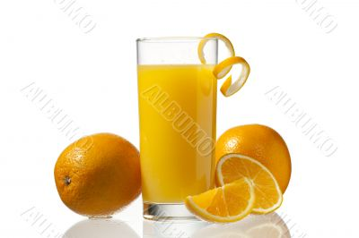 orange juice and peeling with orange fruits