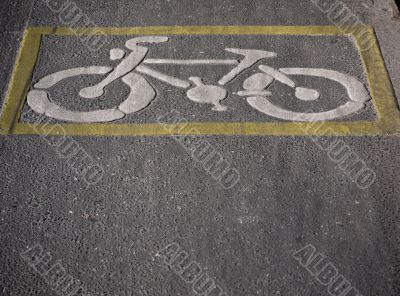 bicycle path-yellow edge