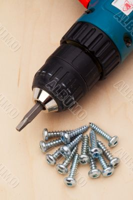 powerdrill and a few screws