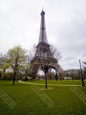 overcast eiffel tower