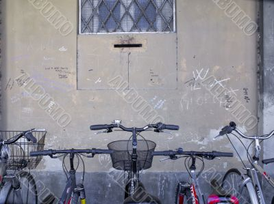 bike parking on the side of the wall