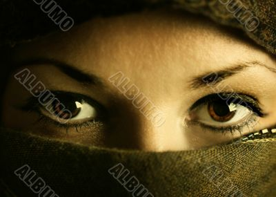 eastern woman beautiful eyes in paranja